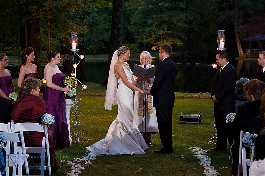 Flash Low Ambient Light Adapting During An Outdoor Wedding
