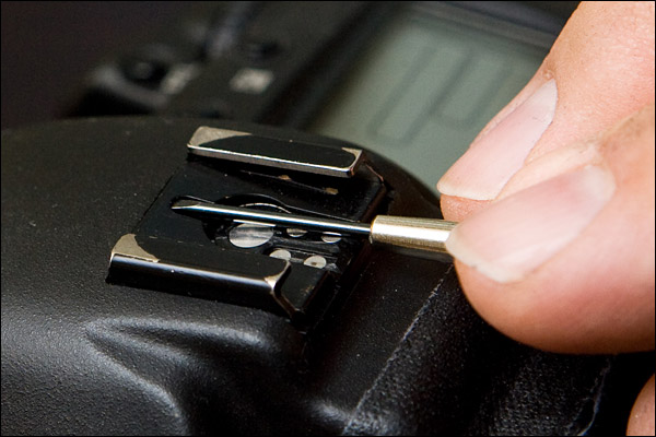 Tightening the hotshoe on the Canon 1D series camera