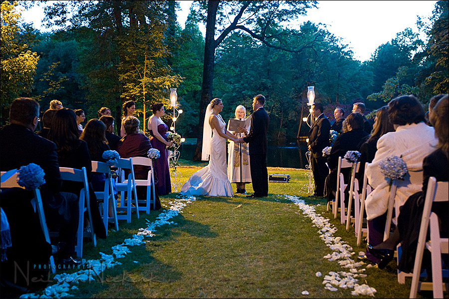flash & low ambient light – adapting during an outdoor wedding ceremony
