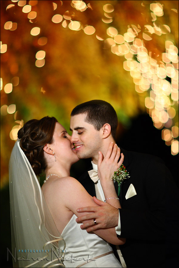 Wedding photography – Dealing with the videographer's light